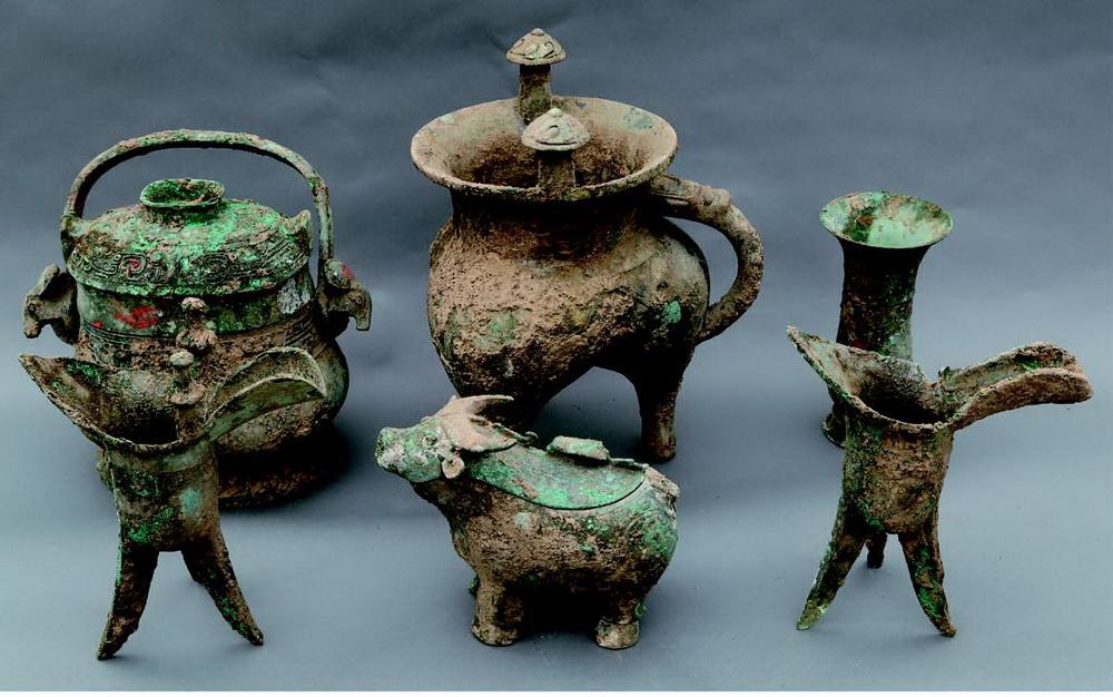 陕西宝鸡市周原遗址出土的青铜器(资料照片)。