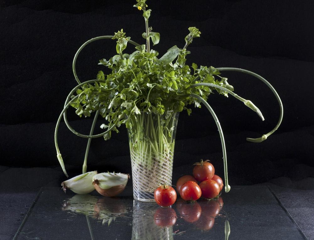 6创意蔬菜——《秀色》(全部用蔬菜作素材,用插花的形式呈现,拍摄一幅