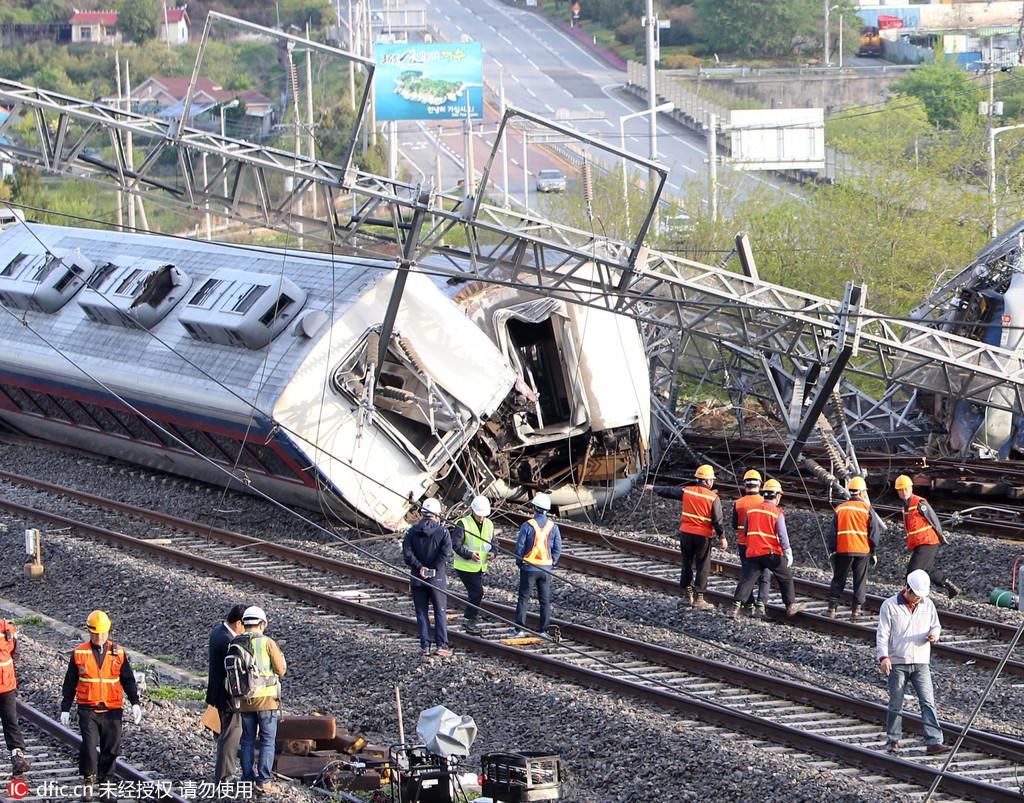韩国一辆载23人列车发生脱轨事故 致1死8伤