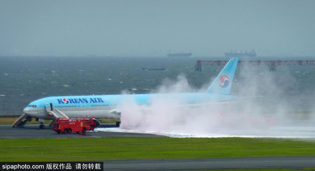 日本机场起飞前起火