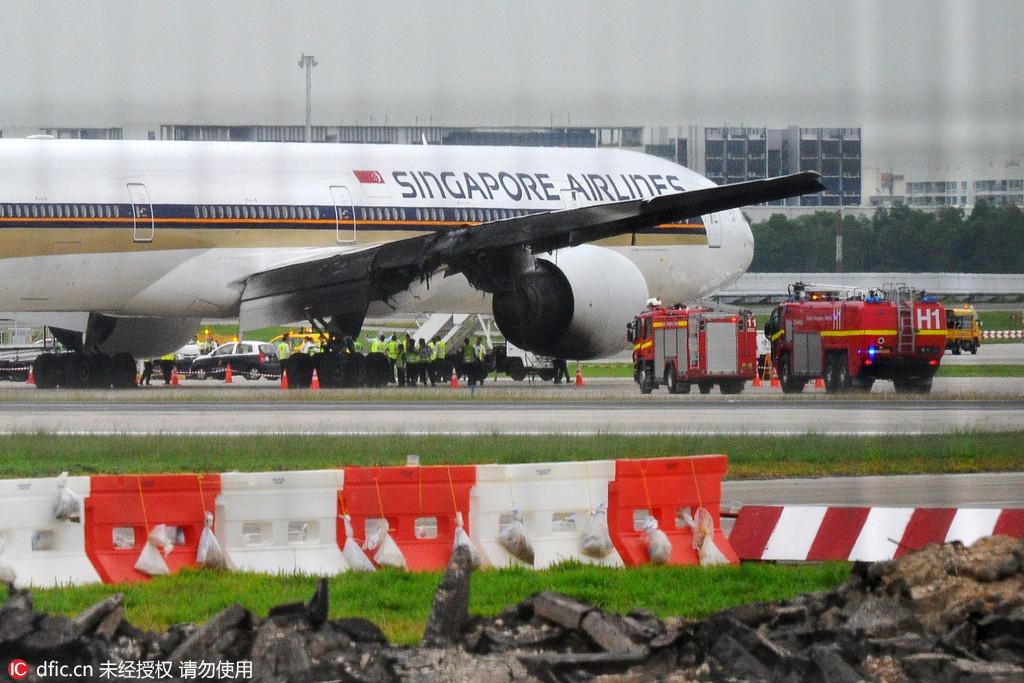 新加坡航空一飞机降落时起火 机上人员安全撤离