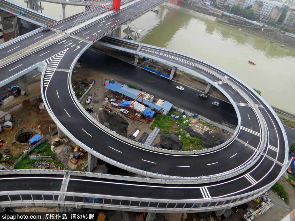 湖北宜昌:世界上第二座钢混结合梁悬索桥至喜长江大桥