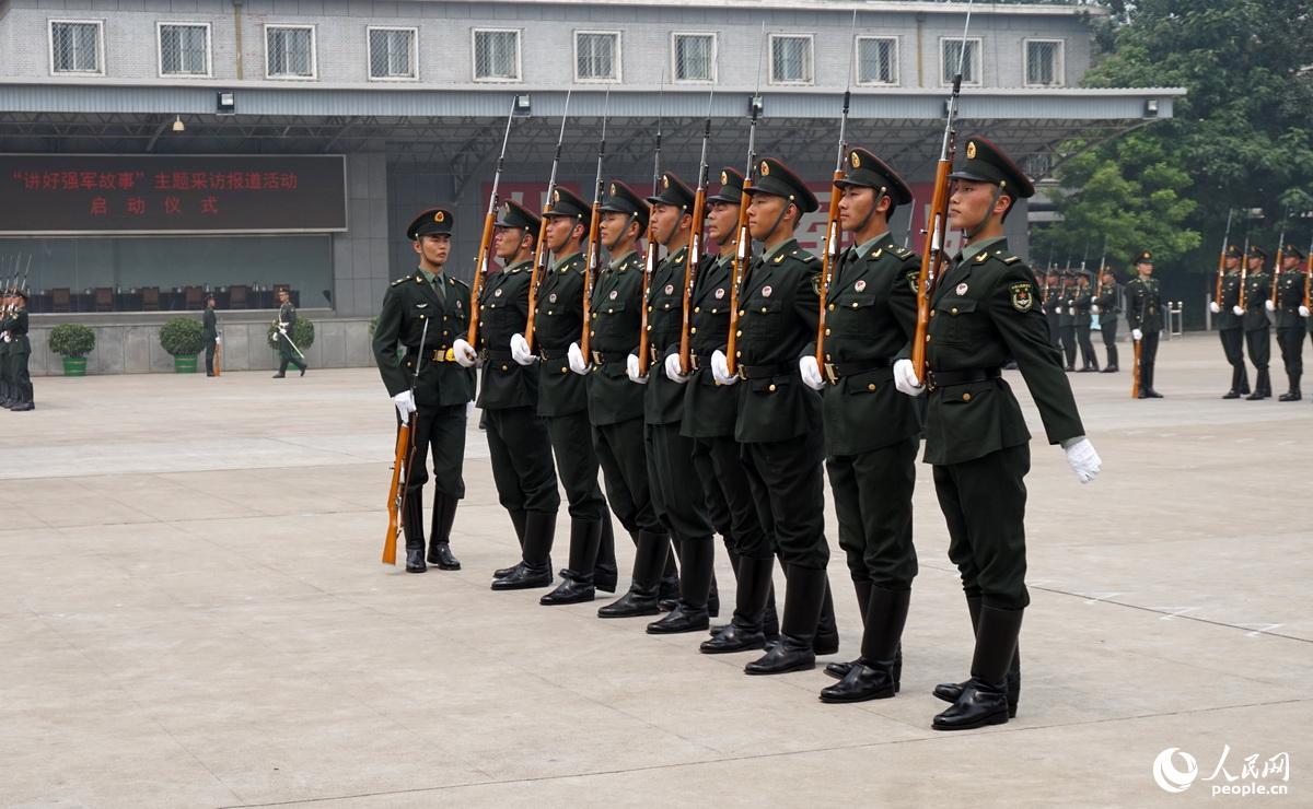 """人民网记者走进三军仪仗队 讲述""""特殊""""部队的故事"""