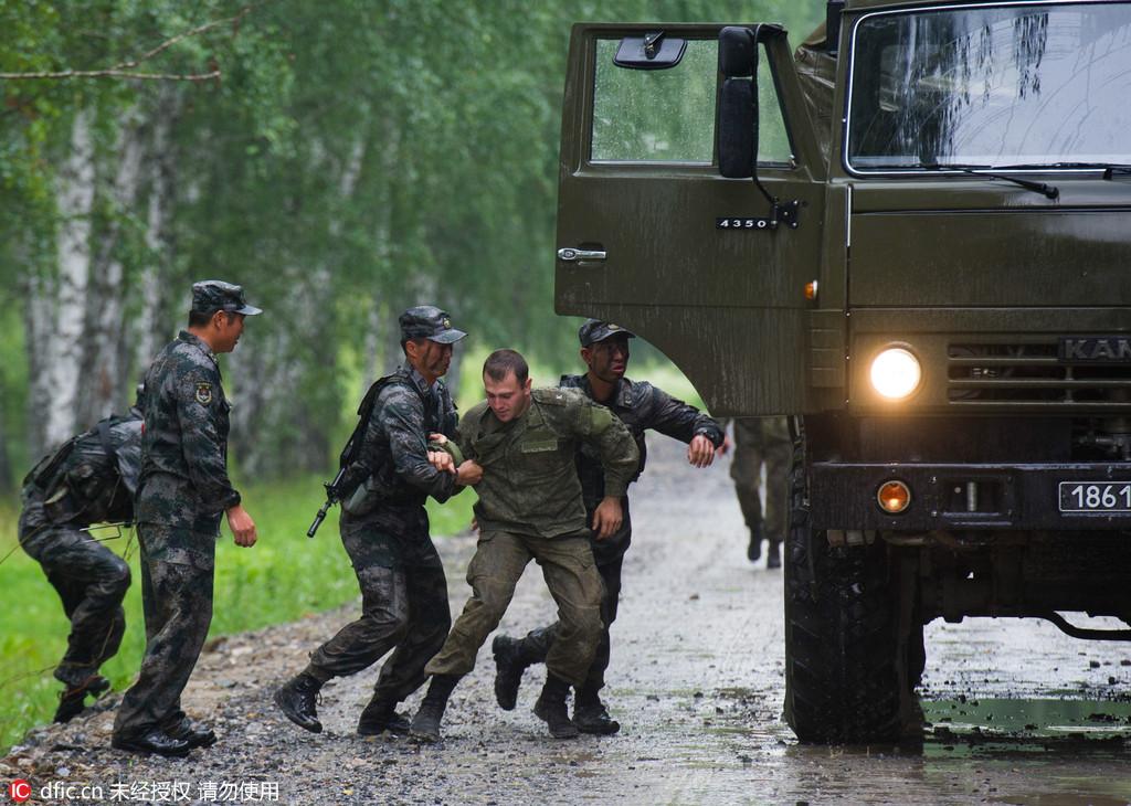 军事比赛_俄罗斯举行国际军事竞赛坦克比赛场景壮观