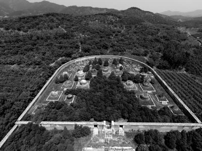 陶冉/陵园内文物被盗的原因主要是,近年来文物拍卖价格一再飙升,...