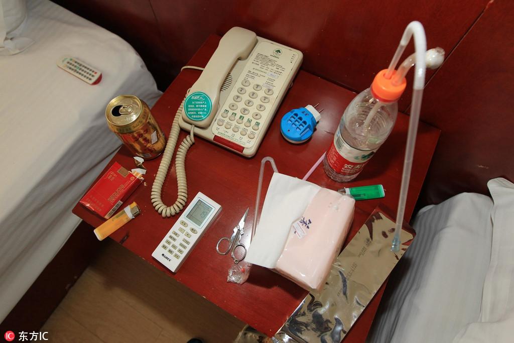 山东临沂警方酒店围捕毒贩 挎包里搜出大量毒