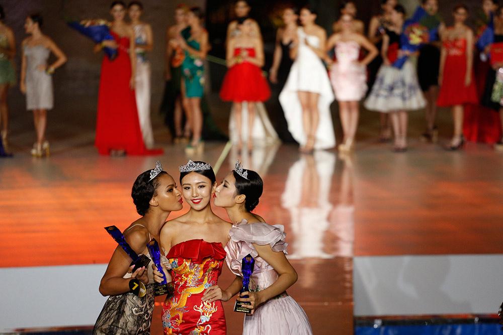 新丝路世界模特大赛总决赛落幕:中国佳丽尹娟夺冠----