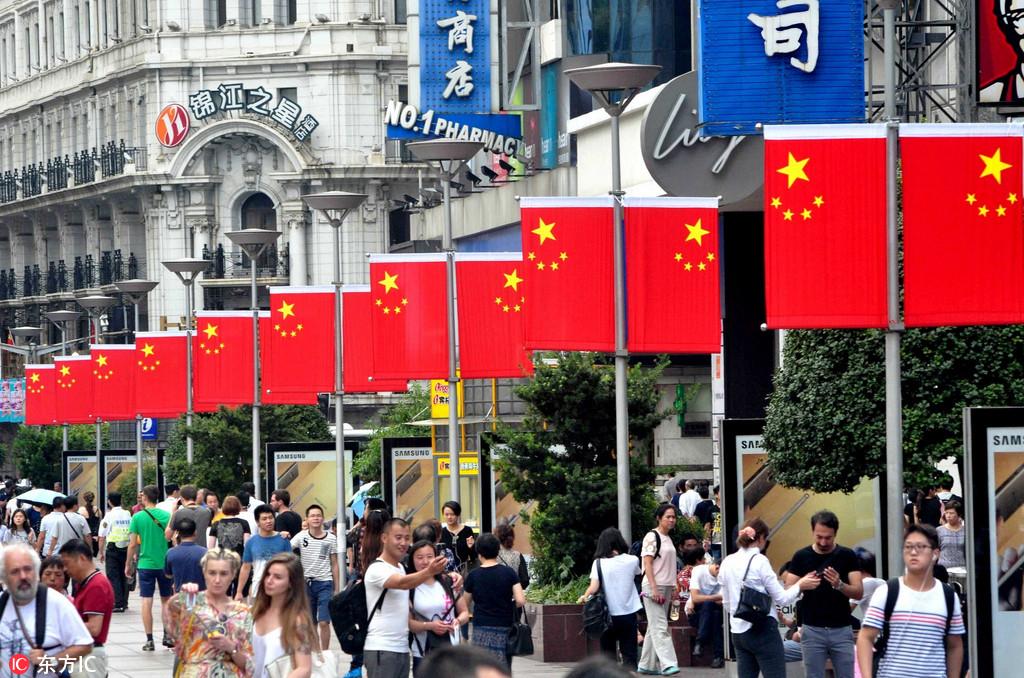 上海南京路红旗招展 喜迎国庆67周年【2】