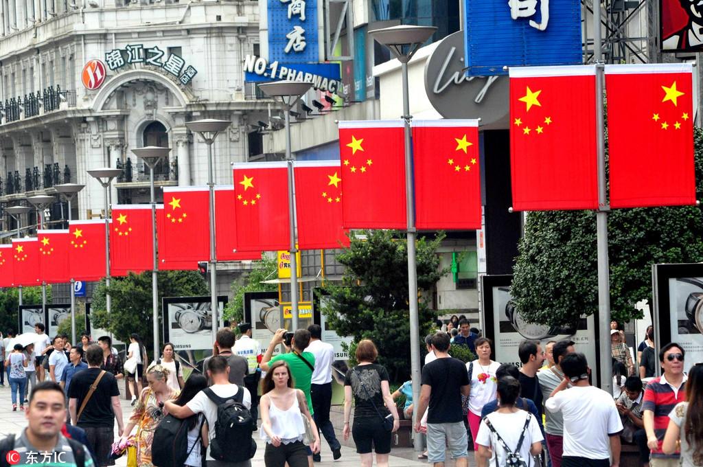 上海南京路红旗招展 喜迎国庆67周年【3】