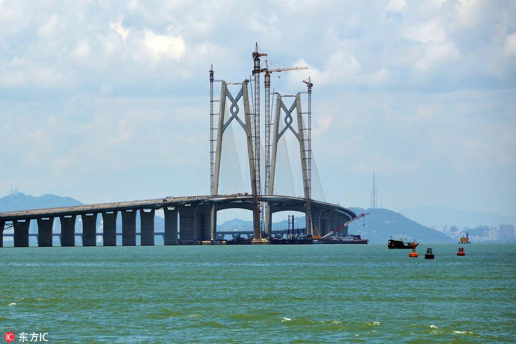 港珠澳大桥总投资超过1000亿元,是一项把香港、珠海、澳门完全连