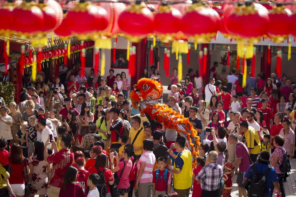 世界各地迎新春 舞狮舞龙挂灯笼庆新年