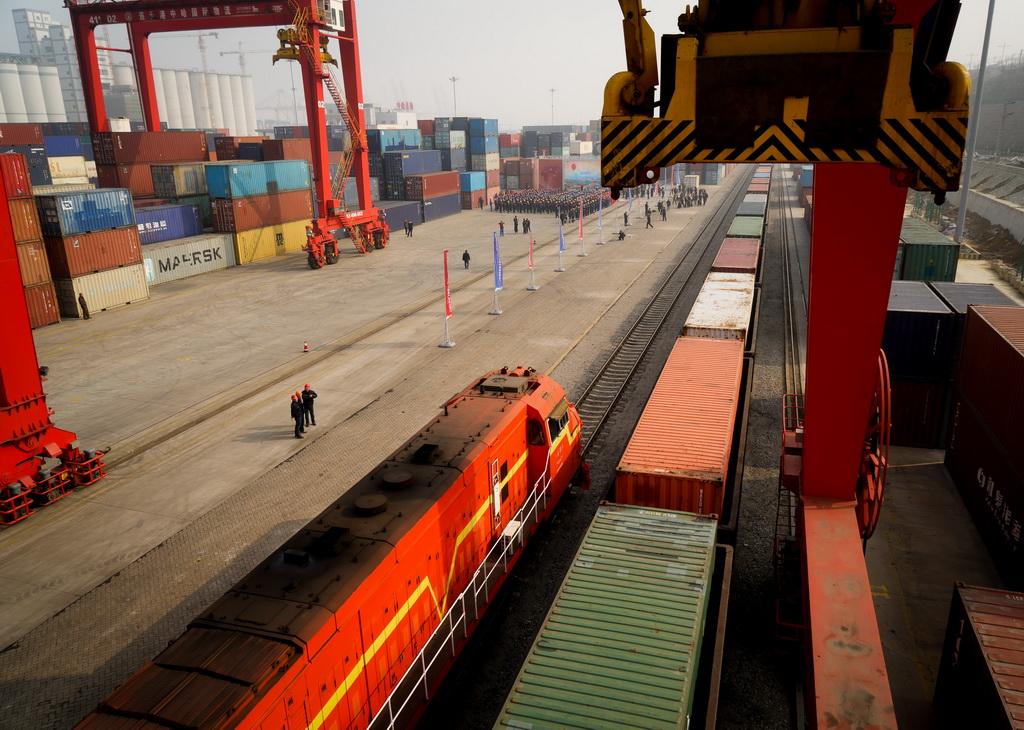 离境发往越南.这是哈萨克斯坦小麦首次从中国过境发往东南亚市
