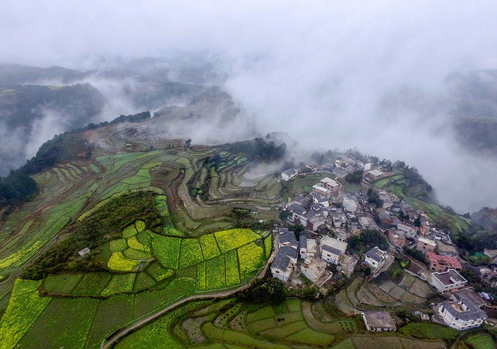 这是3月15日航拍的贵州省贵阳市花溪区高坡乡石门村.