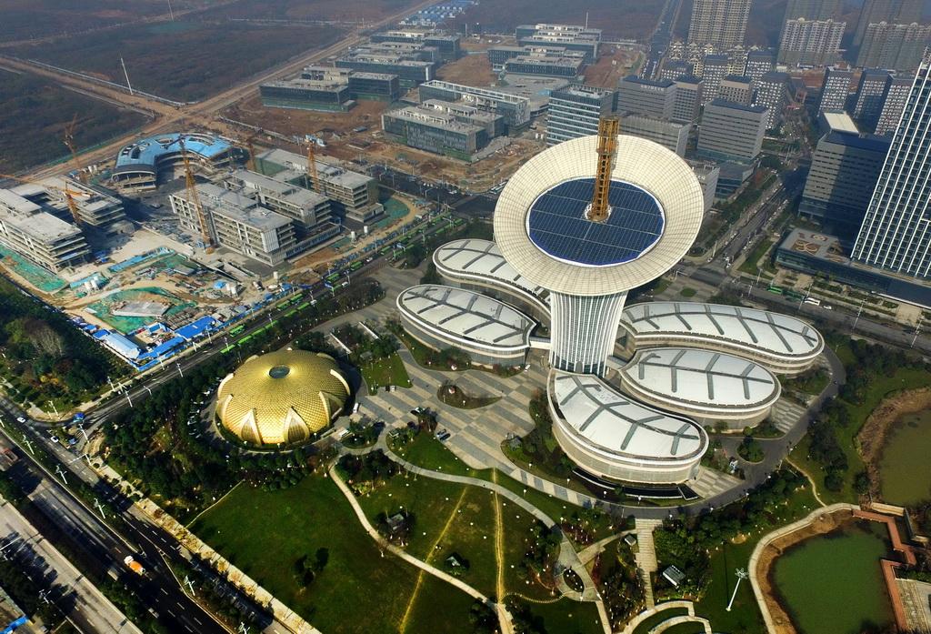 这是2016年12月8日拍摄的光谷六大园区之一的武汉未来科技城。 新华社记者 程敏 摄