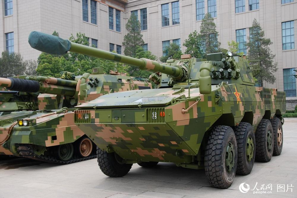 ZTL-11型8×8轮式装甲突击车   摄影:人民网 杨铁虎