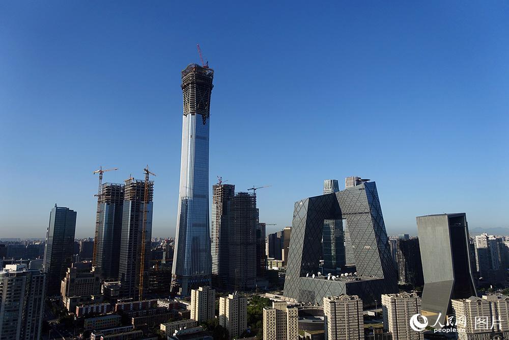 北京:蓝天白云秋意浓 空气质量一级棒
