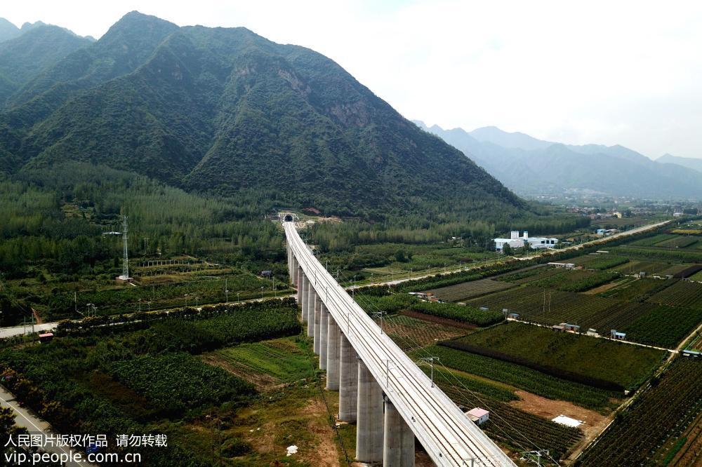...高铁是我国首条穿越秦岭的高速铁路,国家中长期铁路网规划中图片 128268 1000x666