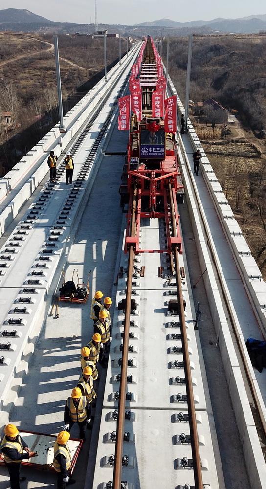 局了解到,京沈高铁河北段的铺轨作业即将全面展开.据了解,京沈