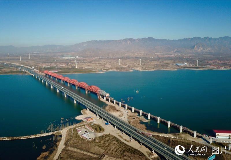 京张高铁官厅水库特大桥主桥主体工程完工