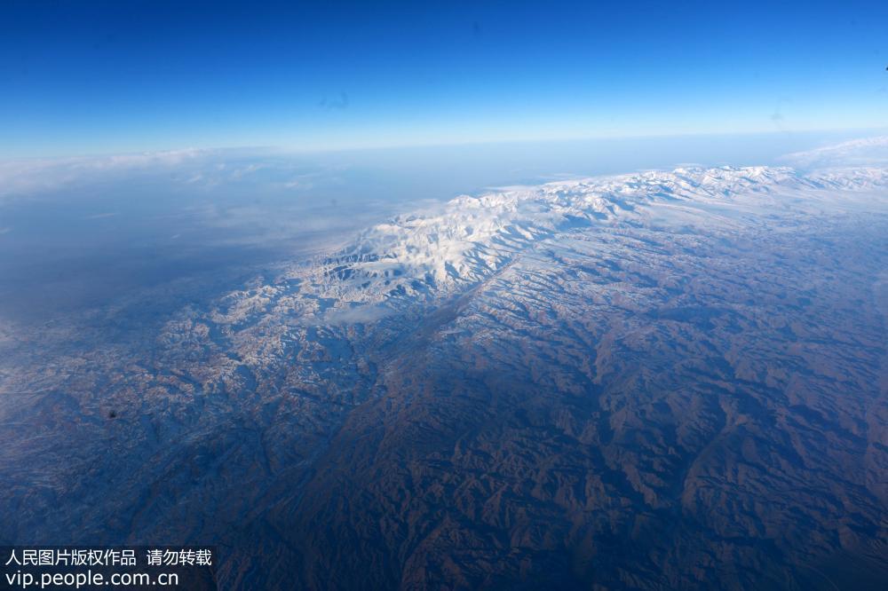 新疆:万米高空航拍祖国大西北壮美山河