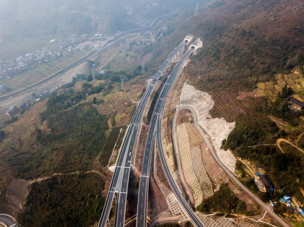 日,重庆万州至湖北利川高速公路(重庆段)正式建成通车,万利高