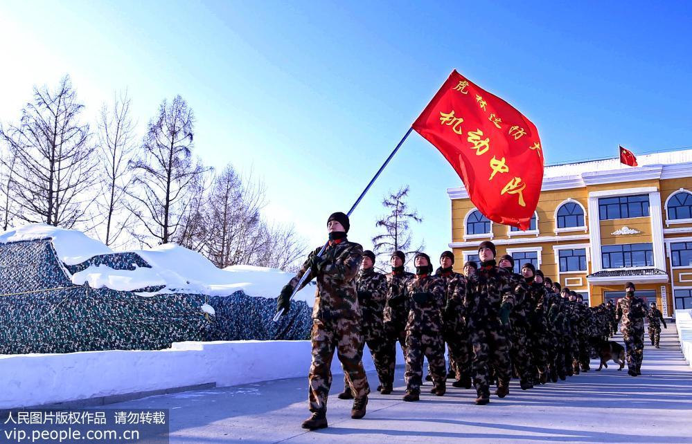 边防官兵零下30℃赤膊耐寒训练场面震撼