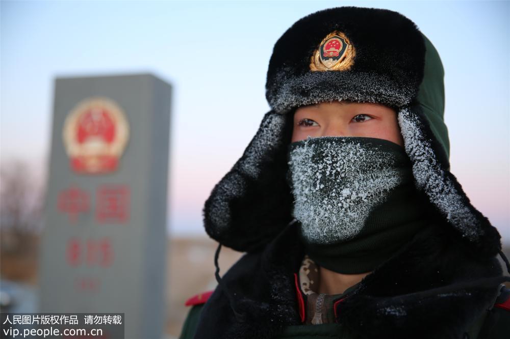"""内蒙古开启""""冰冻周"""" 边防哨兵-30℃界碑站岗"""