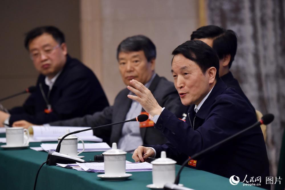 3月6日,在黑龙江代表团小组讨论会上,王常松代表在审议政府工作报告时发言。(人民网记者 翁奇羽 摄)