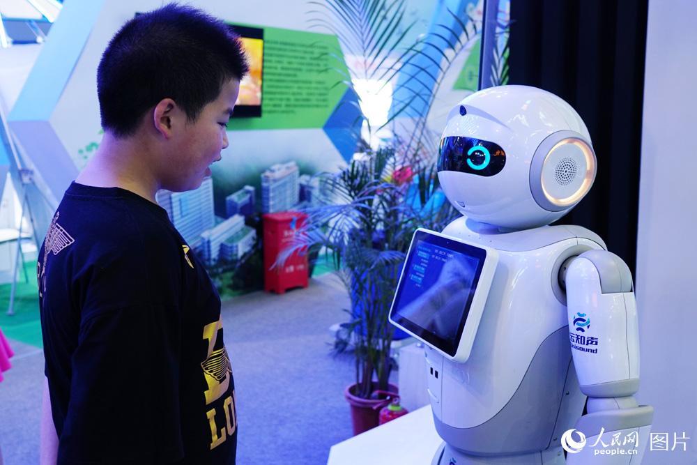 首届数字中国建设成果展览会开展