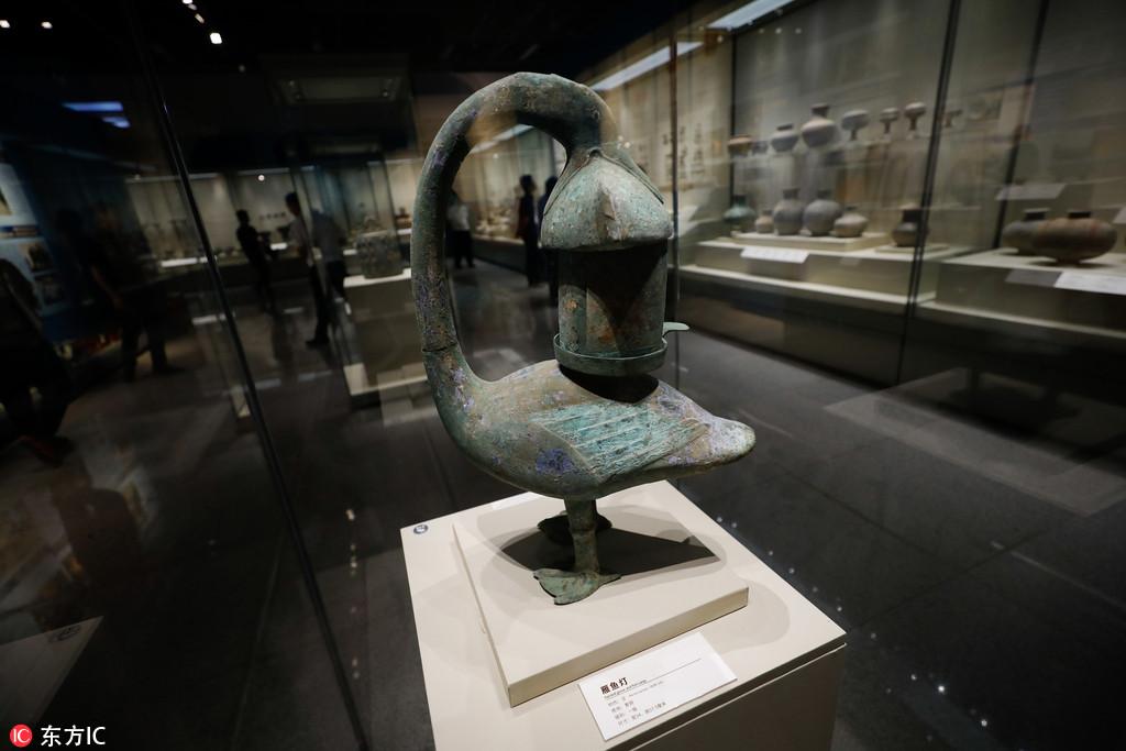 山西警方展示打击文物犯罪成果 商周青铜重器文物