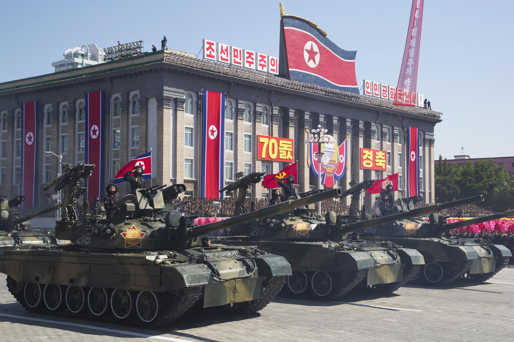 当地时间2018年9月9日,朝鲜平壤,朝鲜在平壤金日成广场举行盛大的阅兵式,庆祝建国70周年。HOW HWEE YOUNG/东方IC