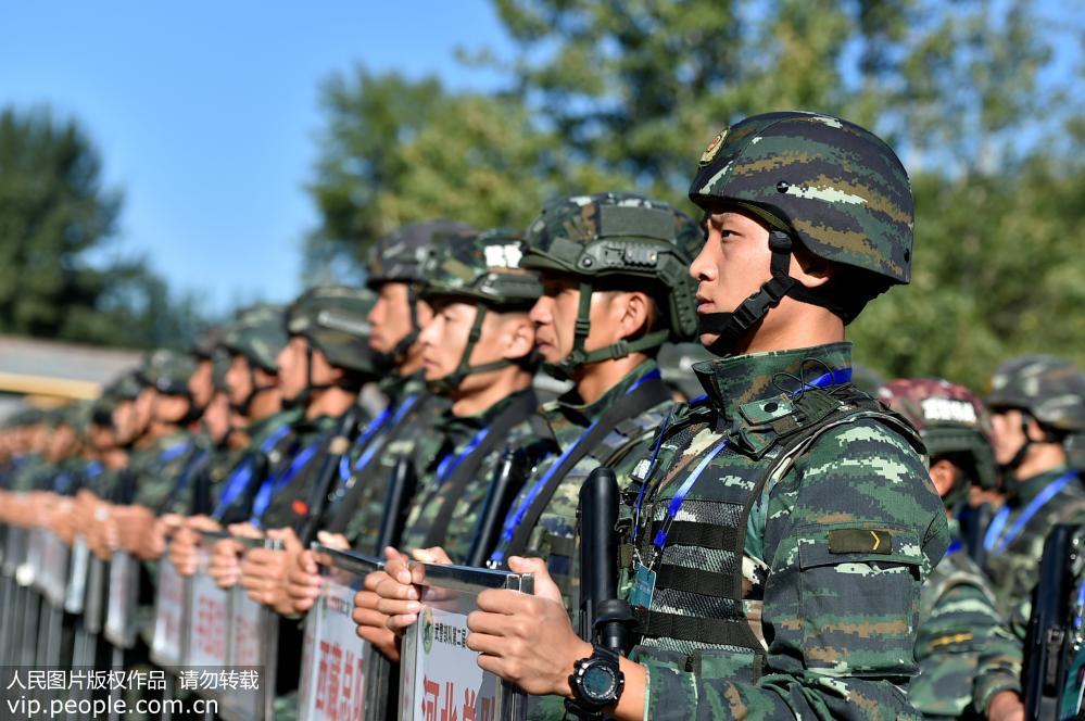 """9月24日,在武警部队""""巅峰""""特战比武竞赛启动仪式上,参赛队员个个精神饱满。"""