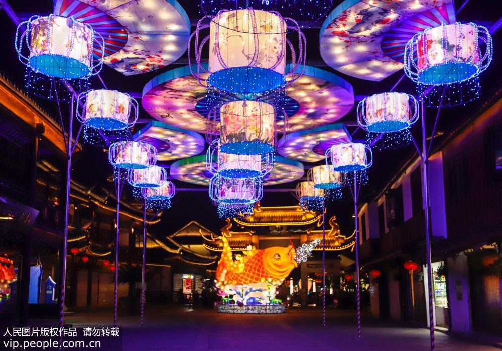 苏州周庄灯会流光溢彩