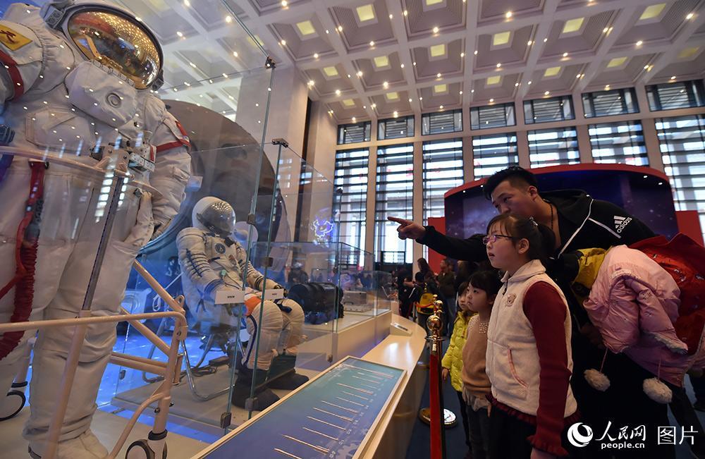 庆祝改革开放40周年大型展览迎来寒假参观热潮