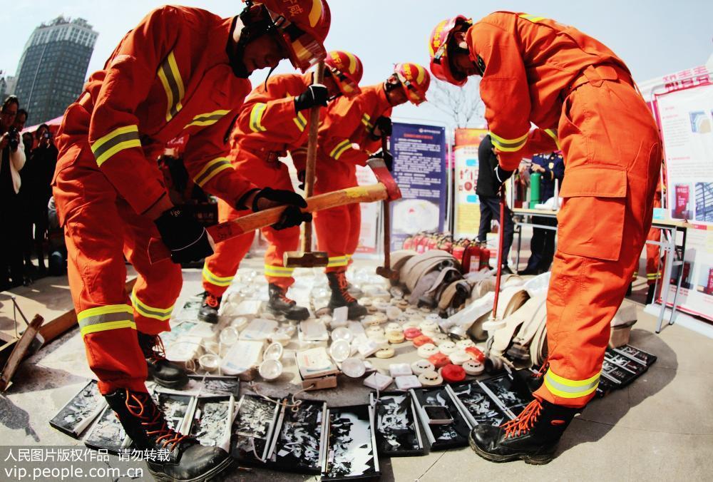 湖北咸宁:集中销毁680件假冒伪劣消防