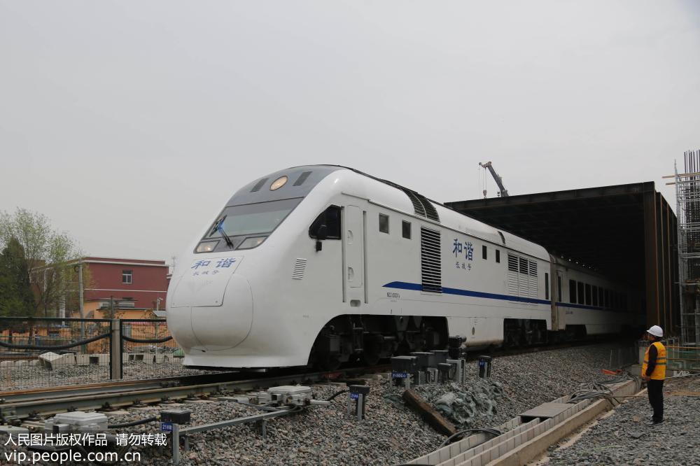 京张高铁北京段封闭式声屏障工程进入尾声