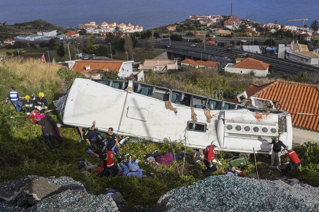 葡萄牙发生旅游大巴翻车事故