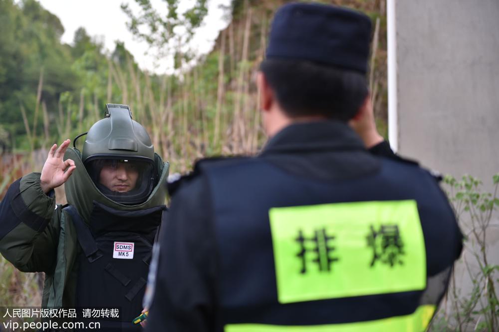 安徽铜陵:突击营救演练 锤炼实战本领