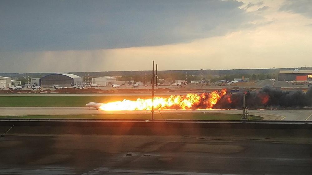 俄羅斯一客機迫降起火 致41人遇難
