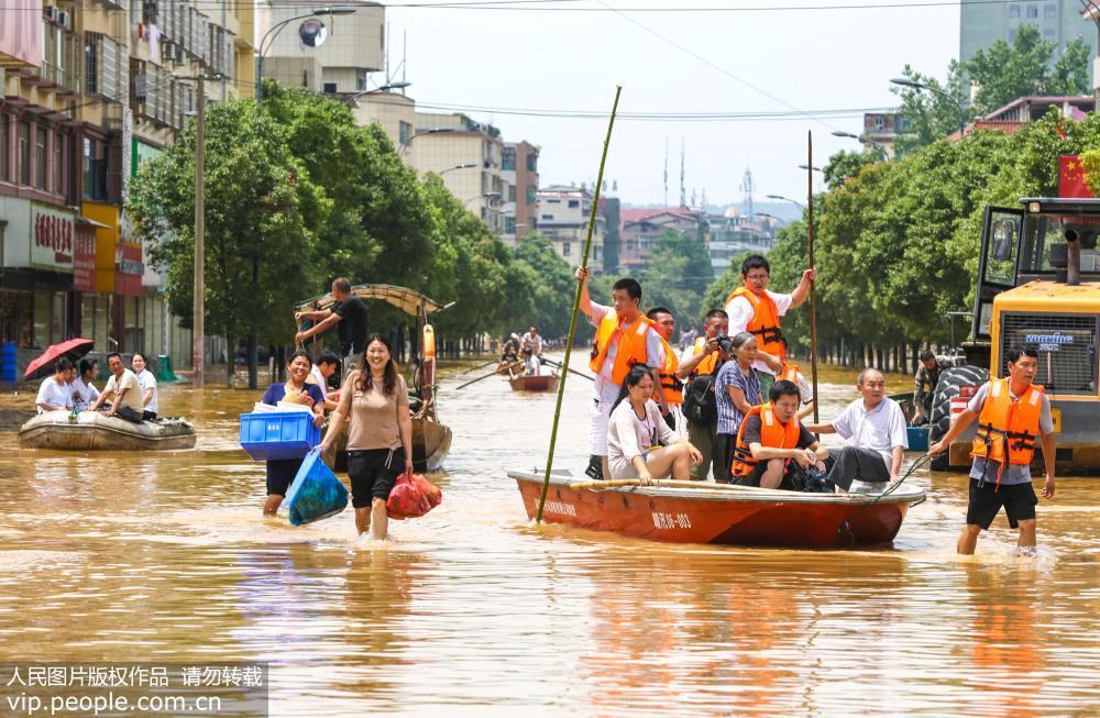 江西吉安峡江:防汛应急响应升级 8000余人紧急转移