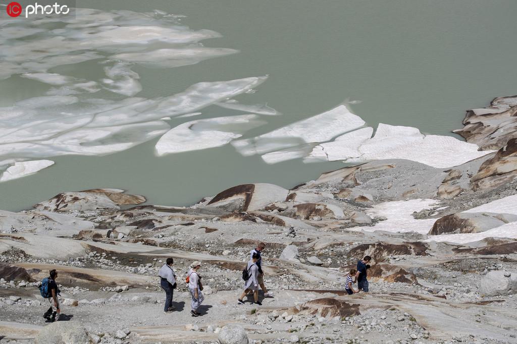 冰川都热化了!极端高温致瑞士隆河冰川消融【2】