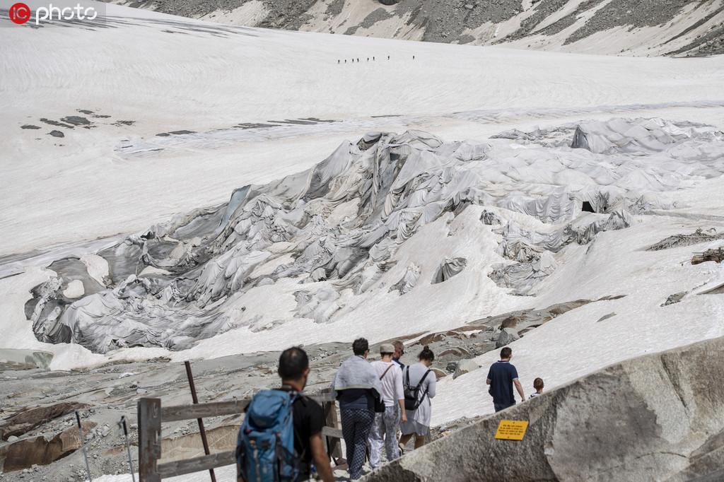 冰川都热化了!极端高温致瑞士隆河冰川消融【3】