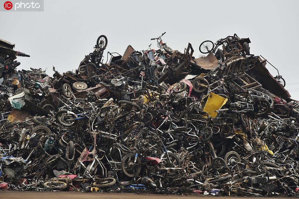 7月18日,准备处理的报废自行车。