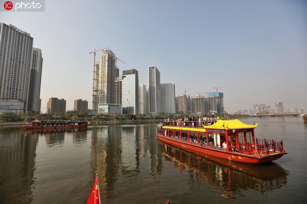 京杭大运河通州段正式通航 游客乘船游通州