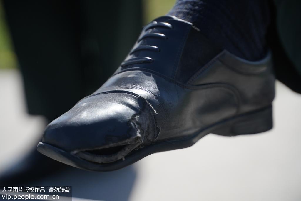 高强度训练让参训官兵的鞋平均20天就要缝补。