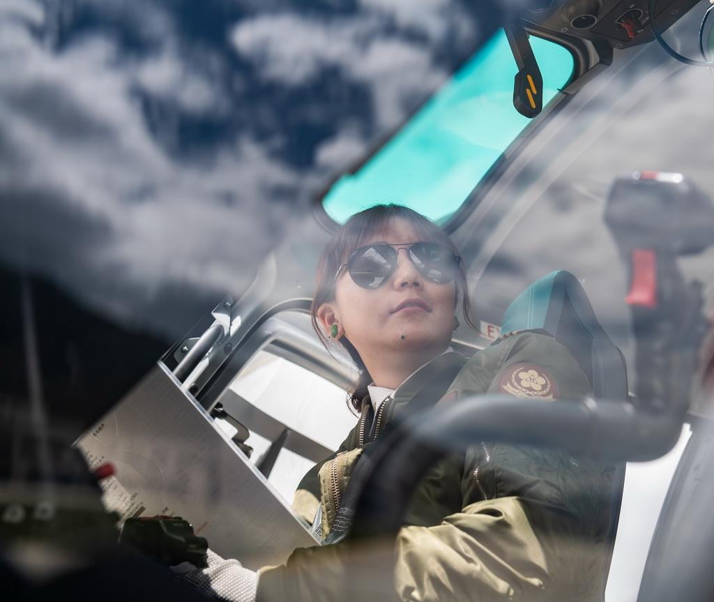 坚热益西在做起飞前的准备(8月7日摄)。新华社记者 晋美多吉 摄