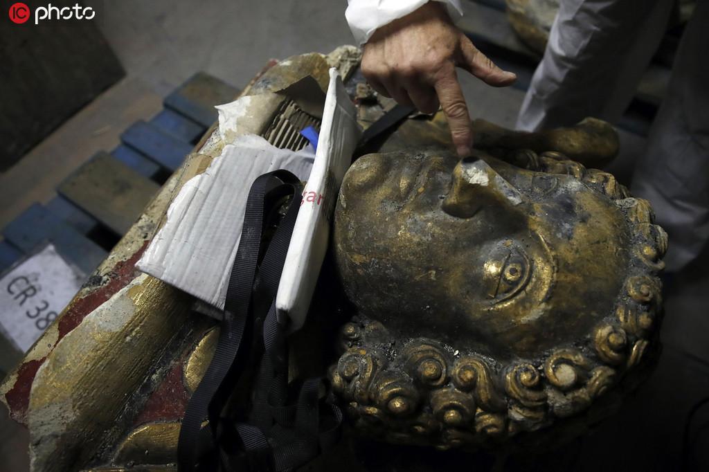 专家抢修巴黎圣母院 争分夺秒研究雕像残骸和彩色玻璃
