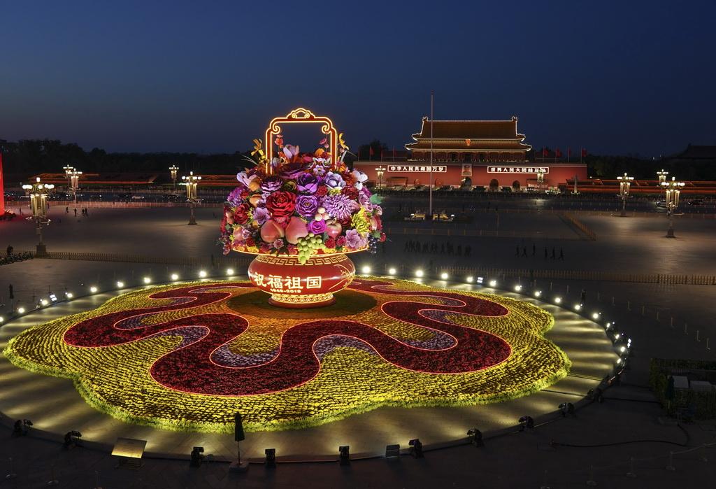 这是10月14日拍摄的天安门广场中心花坛。