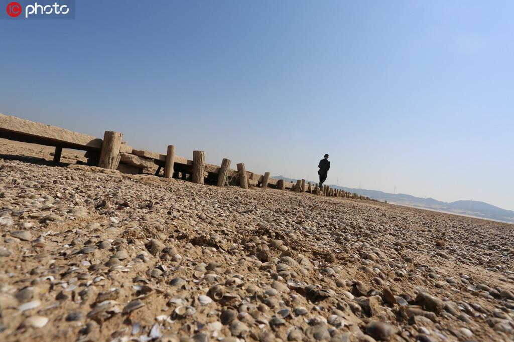 江西鄱阳湖水位持续走低 湖底600年古桥露真容【4】
