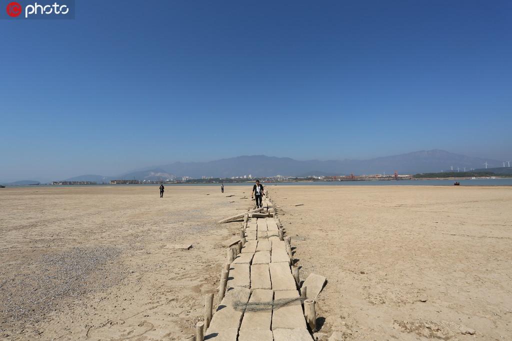 江西鄱阳湖水位持续走低 湖底600年古桥露真容【2】
